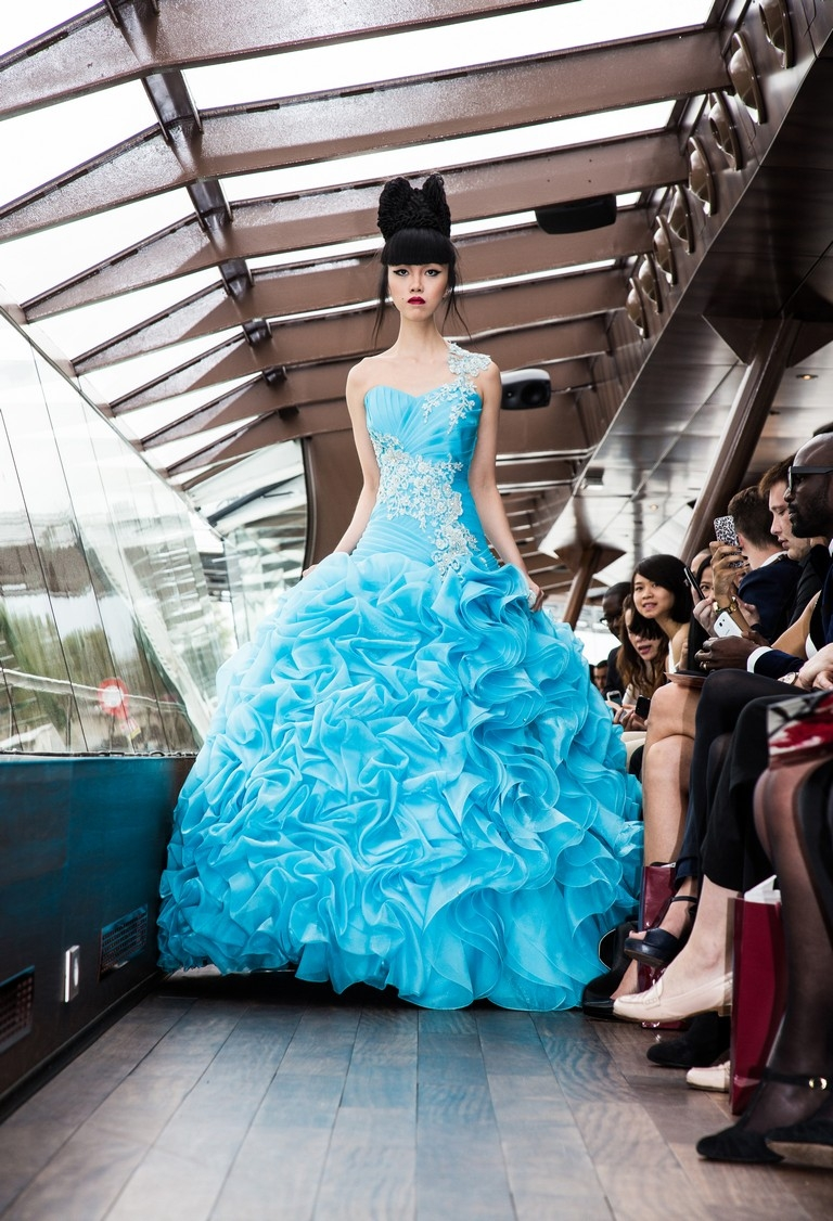 The floating catwalk to take Paris by storm (3)