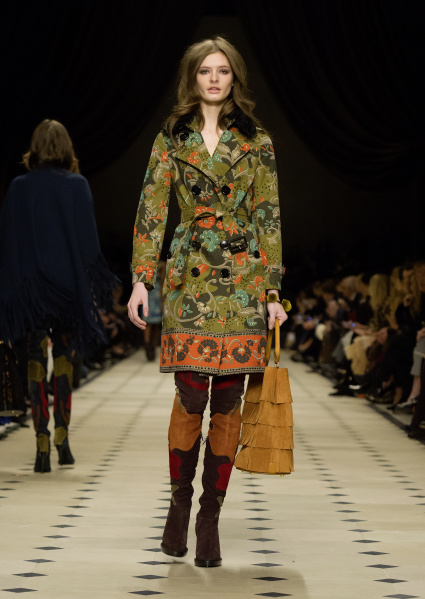 Burberry Womenswear Autumn_Winter 2015 Collection - Look 13