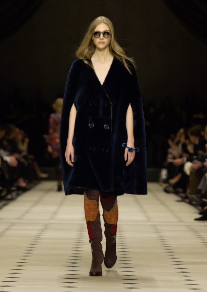 Burberry Womenswear Autumn_Winter 2015 Collection - Look 4
